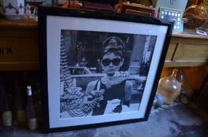 Großer Druck von Audrey Hepburn mit echten Swarovski Steinen
